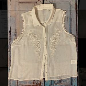 ❤️Beautiful Sleeveless Sheer Embroidered Blouse❤️